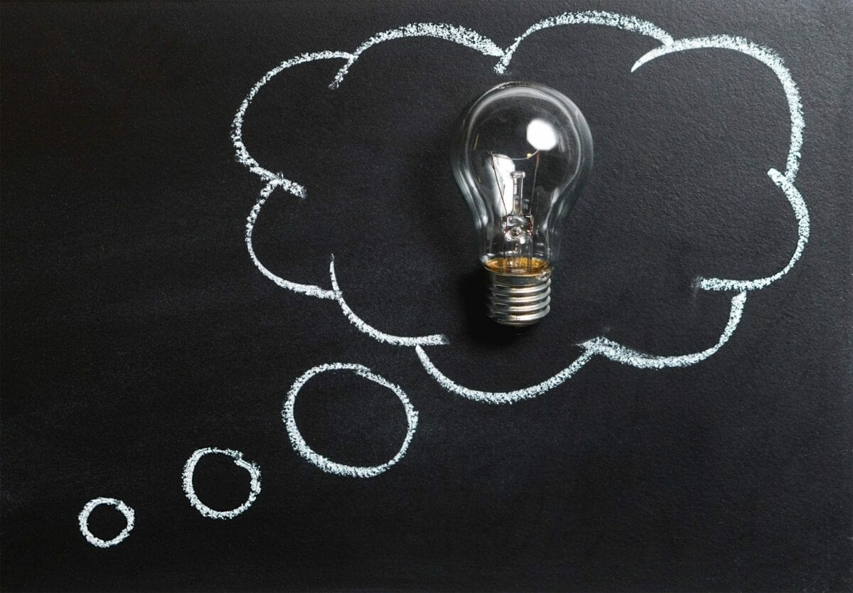 Image of a thought bubble with a light bulb on a chalkboard.