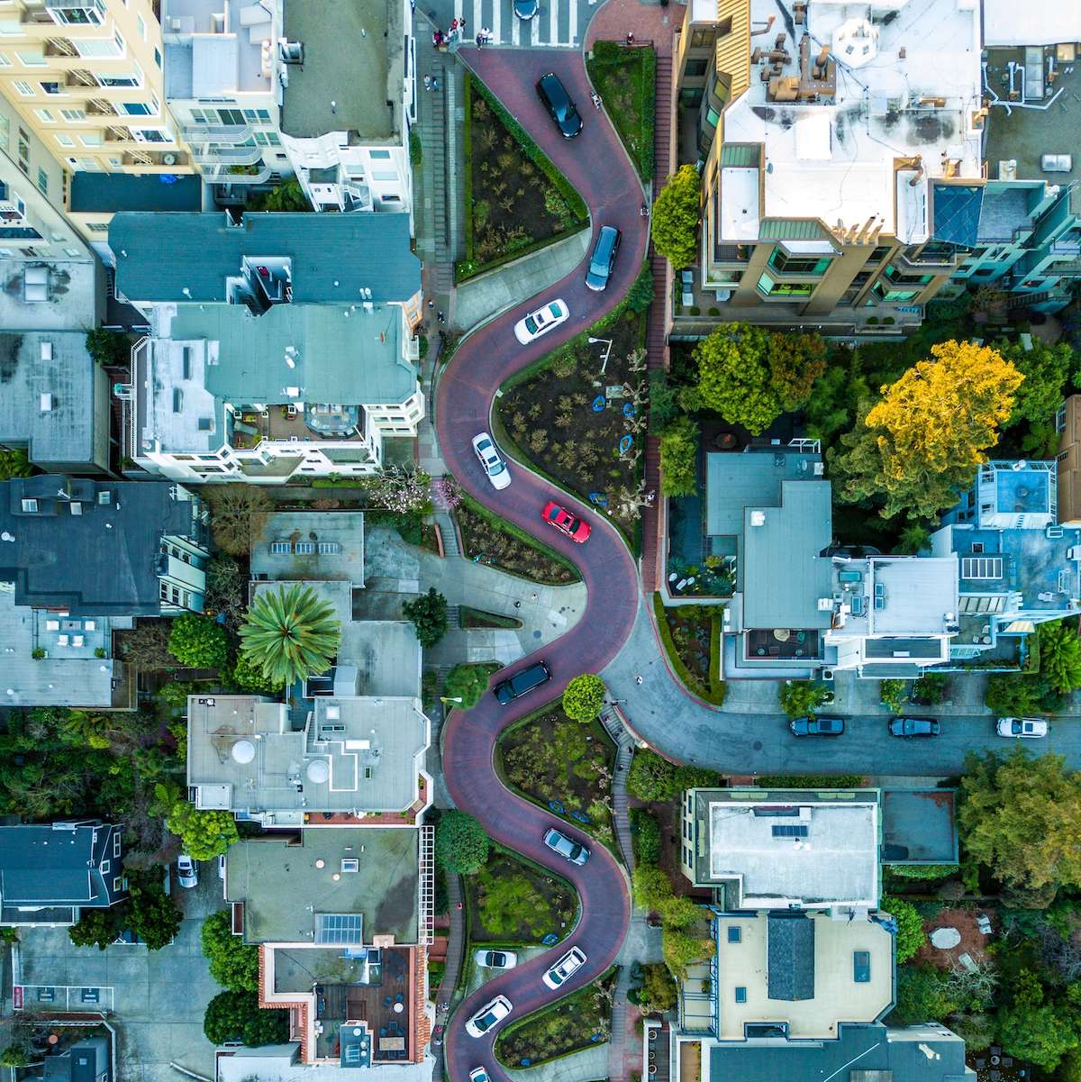 A picture of a winding road in San Francisco