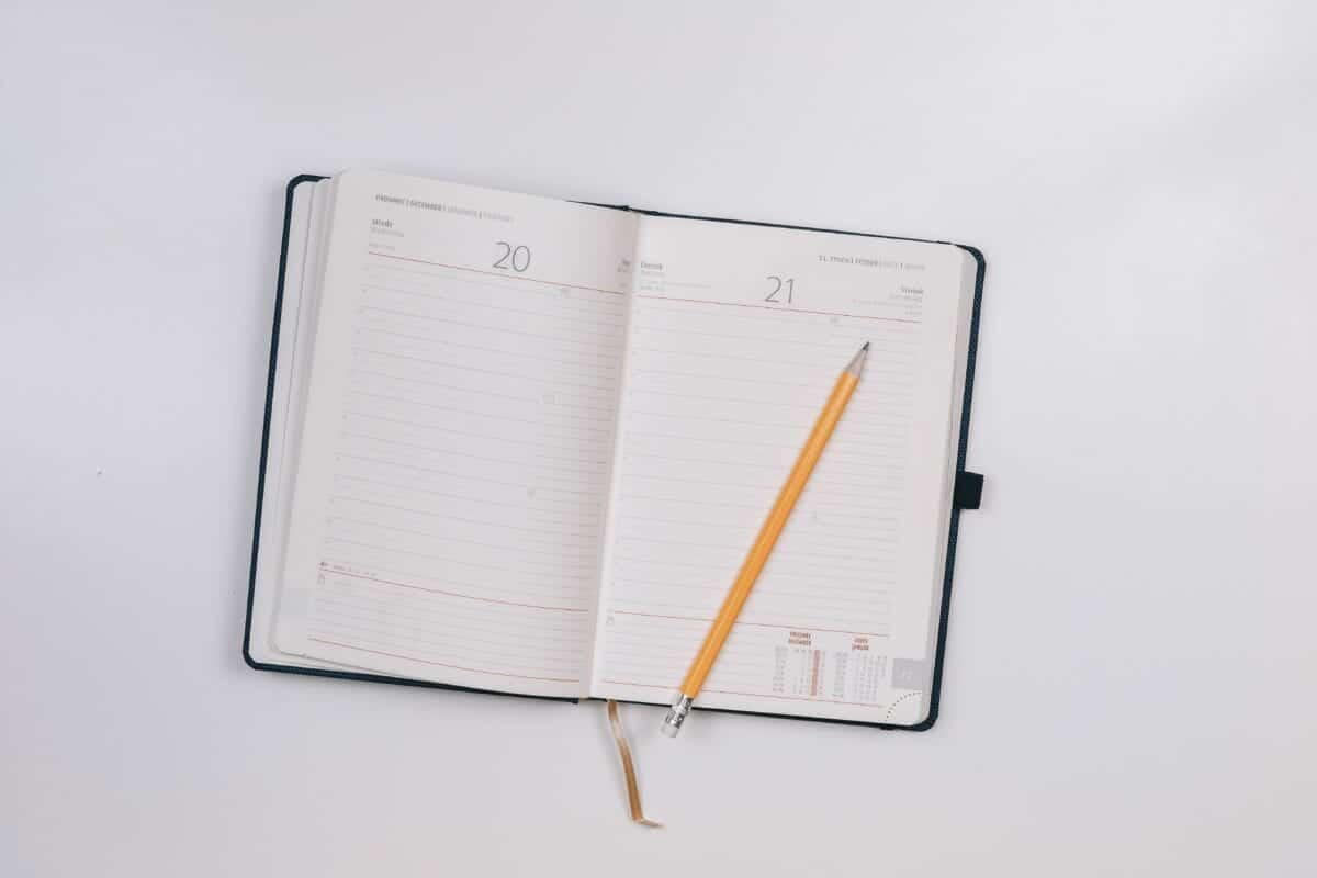 Image of a planner and pencil.