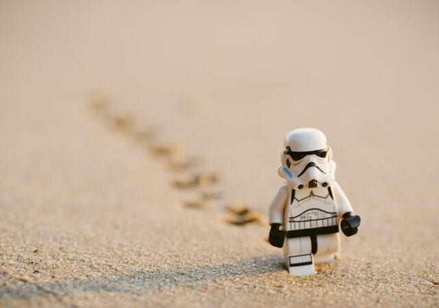 lego-Stormtrooper-walking-on-sand