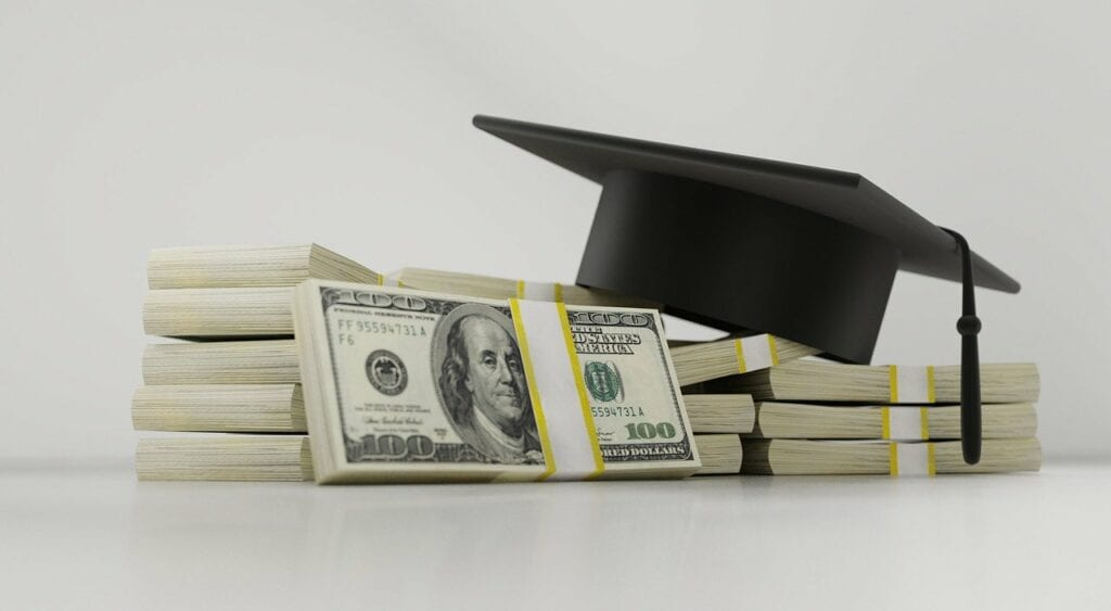 Scholarships for College Sophomores: Submit an Essay to Gain Financial Support