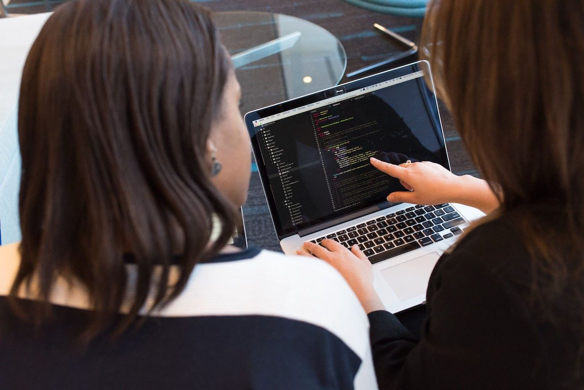Two women looking at basic concepts of big data on a computer how to become a big data engineer