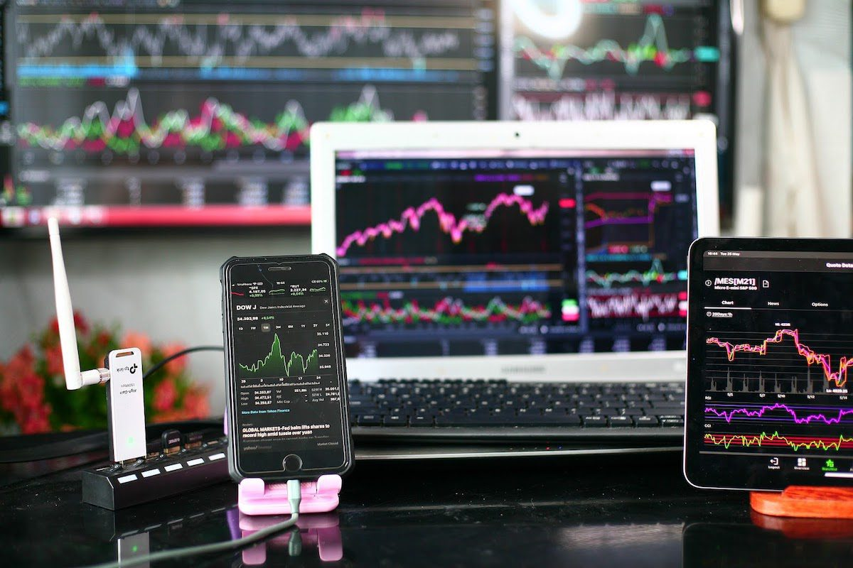 Computer screens, tablets, and cell phones with financial analysis and stock information on the screens. Financial Analysis Bachelor's Degrees